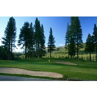 The high points of Plumas Pines Golf Resort, such as the 18th green, have long mountain views.